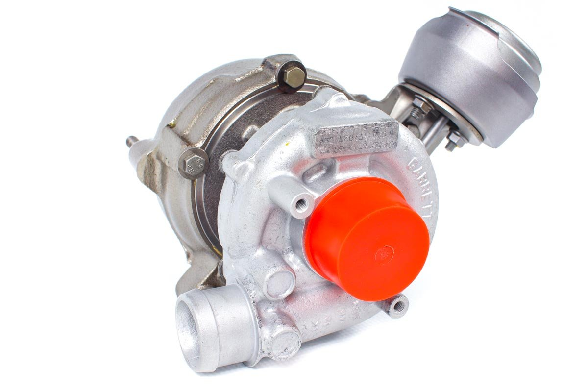 Turbosprężarka z numerem {numerglowny} po zregenerowaniu w najwyższej jakości pracowni regeneracji turbosprężarek przed wysłaniem do warsztatu