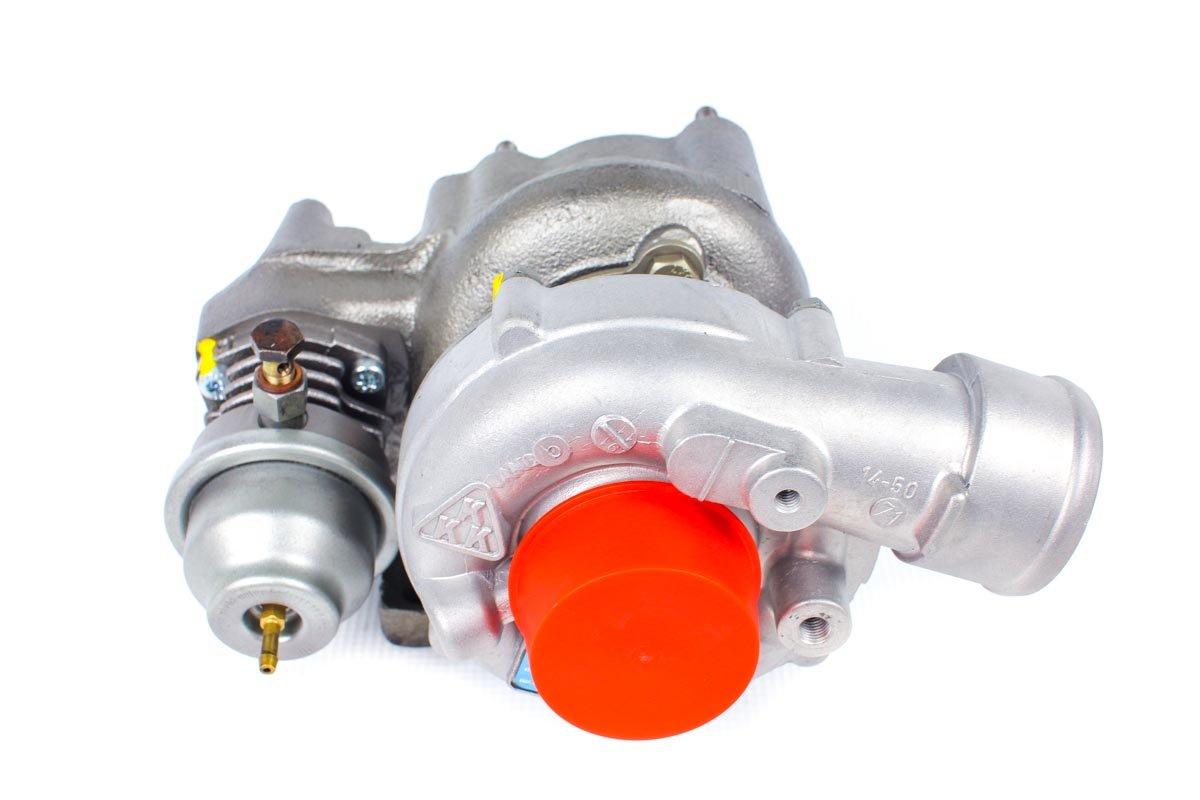 Turbosprężarka z numerem {numerglowny} po przywróceniu do pełnej sprawności w najwyższej jakości pracowni regeneracji turbosprężarek przed wysyłką do warsztatu samochodowego