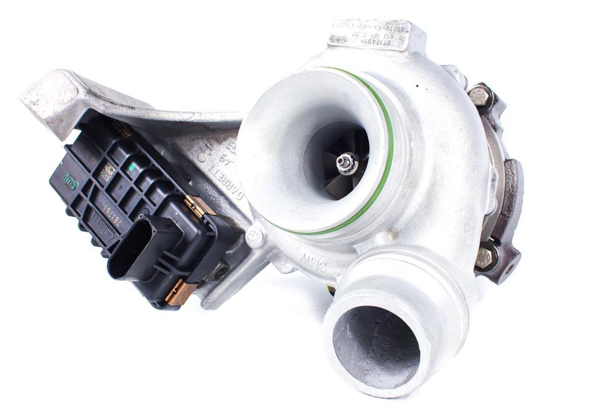 Turbina z numerem {numerglowny} po naprawie w profesjonalnej pracowni regeneracji turbosprężarek przed odesłaniem do kontrahenta