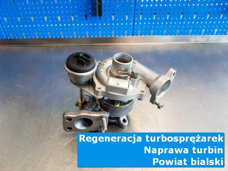 Turbosprężarka po naprawie na stole w pracowni w {miasto_miejscownik}