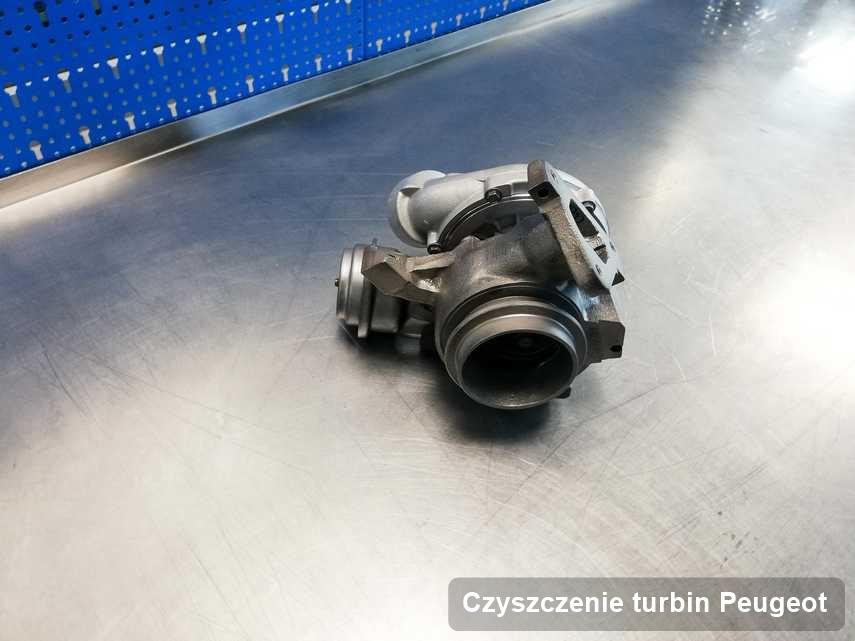 Turbosprężarka do samochodu z logo Peugeot naprawiona w warsztacie gdzie realizuje się serwis Czyszczenie turbin