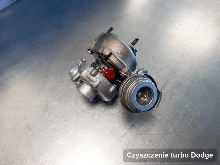 Turbosprężarka do pojazdu z logo Dodge wyczyszczona w firmie gdzie zleca się serwis Czyszczenie turbo