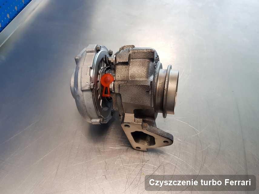 Turbina do auta z logo Ferrari po naprawie w firmie gdzie realizuje się usługę Czyszczenie turbo