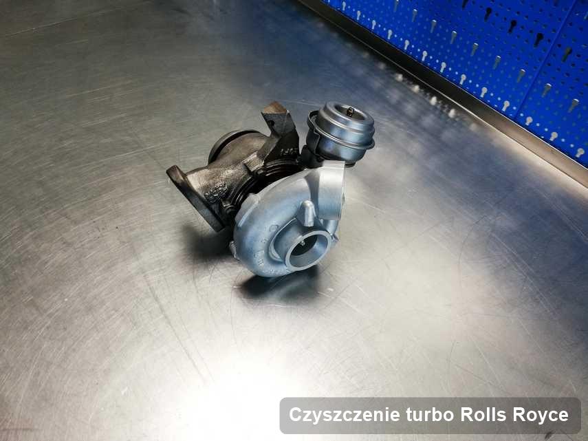 Turbosprężarka do auta osobowego firmy Rolls Royce naprawiona w przedsiębiorstwie gdzie zleca się usługę Czyszczenie turbo