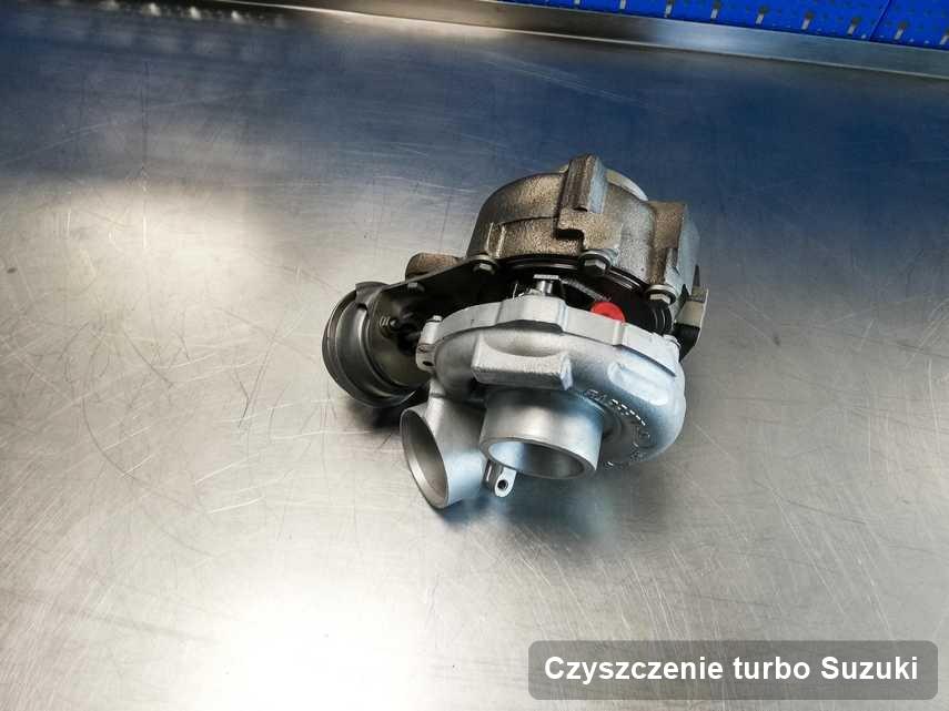 Turbosprężarka do auta osobowego sygnowane logiem Suzuki po remoncie w pracowni gdzie przeprowadza się  serwis Czyszczenie turbo