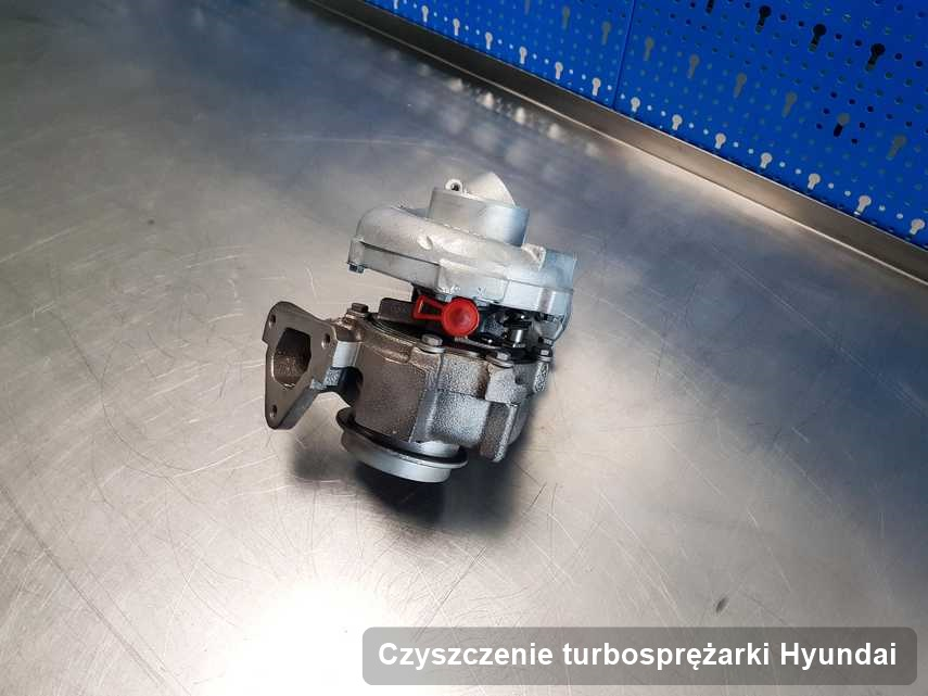 Turbosprężarka do auta z logo Hyundai po naprawie w warsztacie gdzie realizuje się usługę Czyszczenie turbosprężarki
