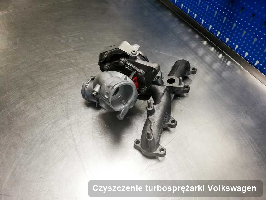 Turbina do pojazdu z logo Volkswagen po remoncie w pracowni gdzie zleca się usługę Czyszczenie turbosprężarki