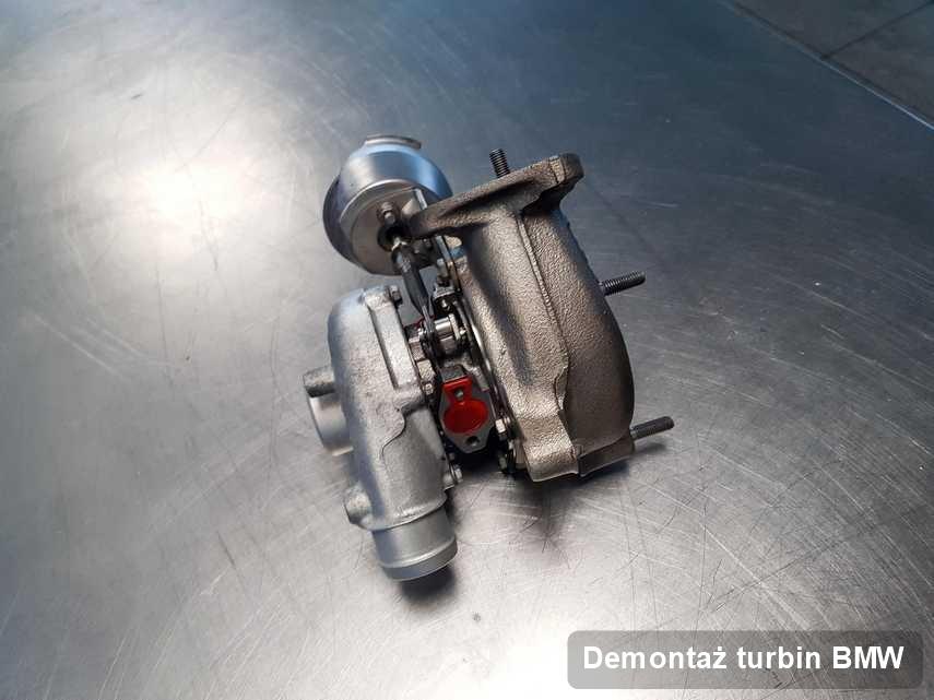Turbina do pojazdu z logo BMW wyremontowana w pracowni gdzie przeprowadza się  serwis Demontaż turbin