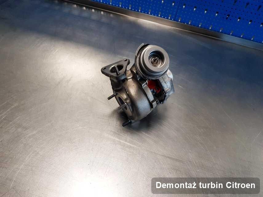 Turbina do samochodu osobowego spod znaku Citroen naprawiona w laboratorium gdzie przeprowadza się  serwis Demontaż turbin