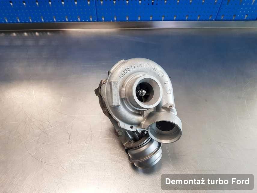 Turbina do samochodu spod znaku Ford po remoncie w firmie gdzie przeprowadza się  serwis Demontaż turbo