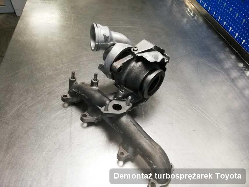 Turbosprężarka do auta osobowego producenta Toyota po remoncie w firmie gdzie wykonuje się usługę Demontaż turbosprężarek