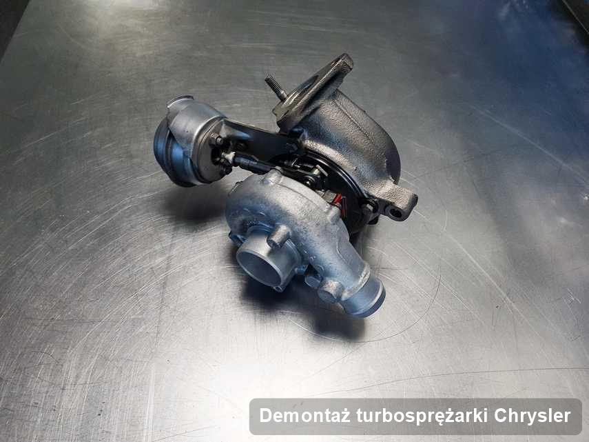 Turbina do osobówki producenta Chrysler wyczyszczona w przedsiębiorstwie gdzie realizuje się serwis Demontaż turbosprężarki