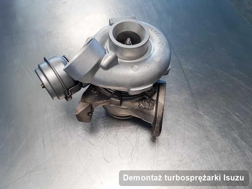 Turbina do osobówki sygnowane logiem Isuzu po naprawie w przedsiębiorstwie gdzie realizuje się serwis Demontaż turbosprężarki