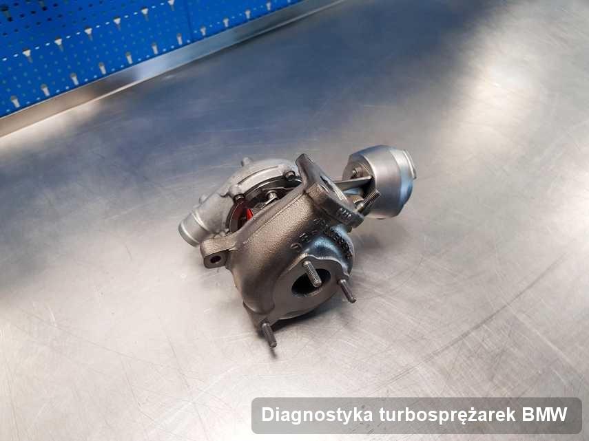Turbina do pojazdu sygnowane logiem BMW wyczyszczona w laboratorium gdzie realizuje się serwis Diagnostyka turbosprężarek