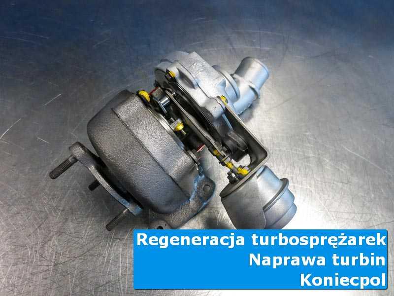 Turbosprężarka po regeneracji na stole w pracowni w Koniecpolu
