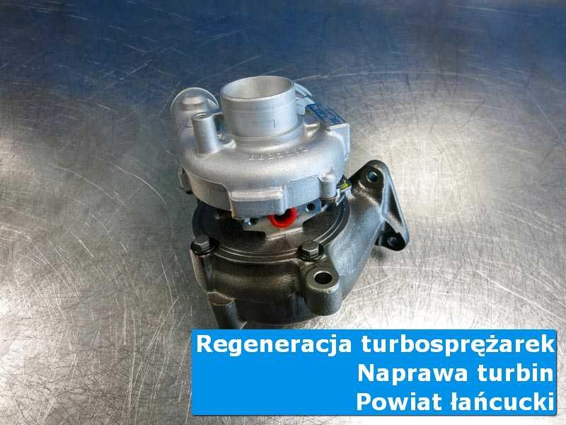 Turbosprężarka po przywróceniu sprawności na stole w laboratorium w {miasto_miejscownik}
