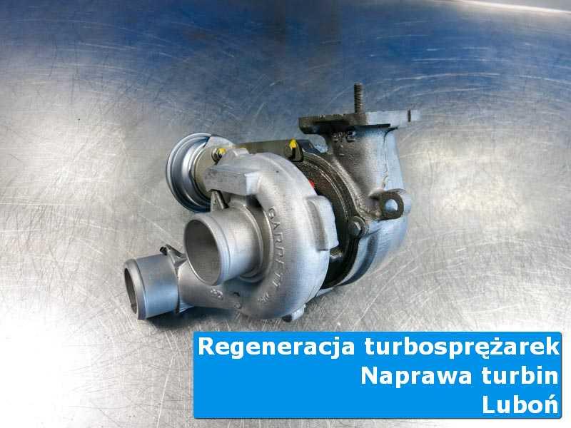 Turbosprężarka po serwisie na stole w laboratorium w Luboniu
