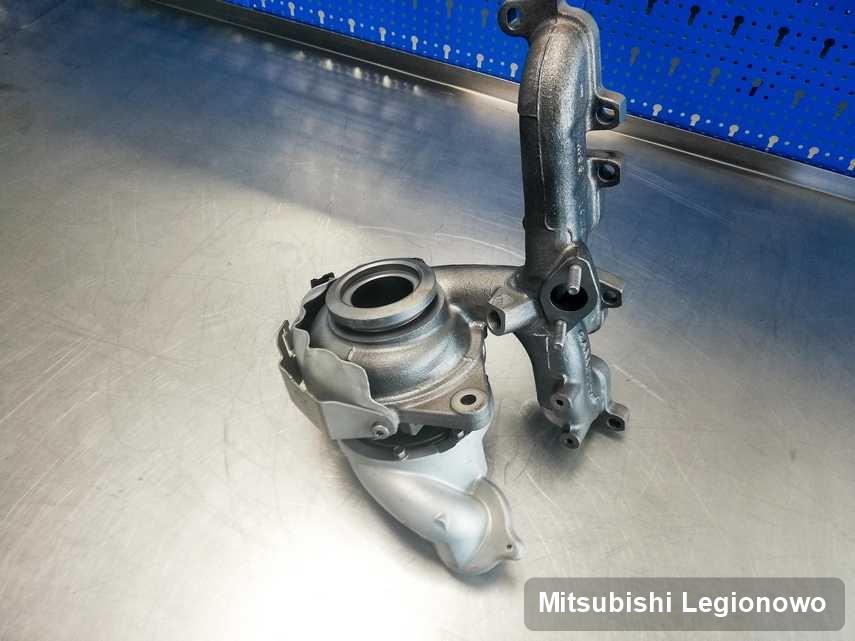 Wyremontowana w pracowni w Legionowie turbina do samochodu spod znaku Mitsubishi na stole w laboratorium po remoncie przed spakowaniem