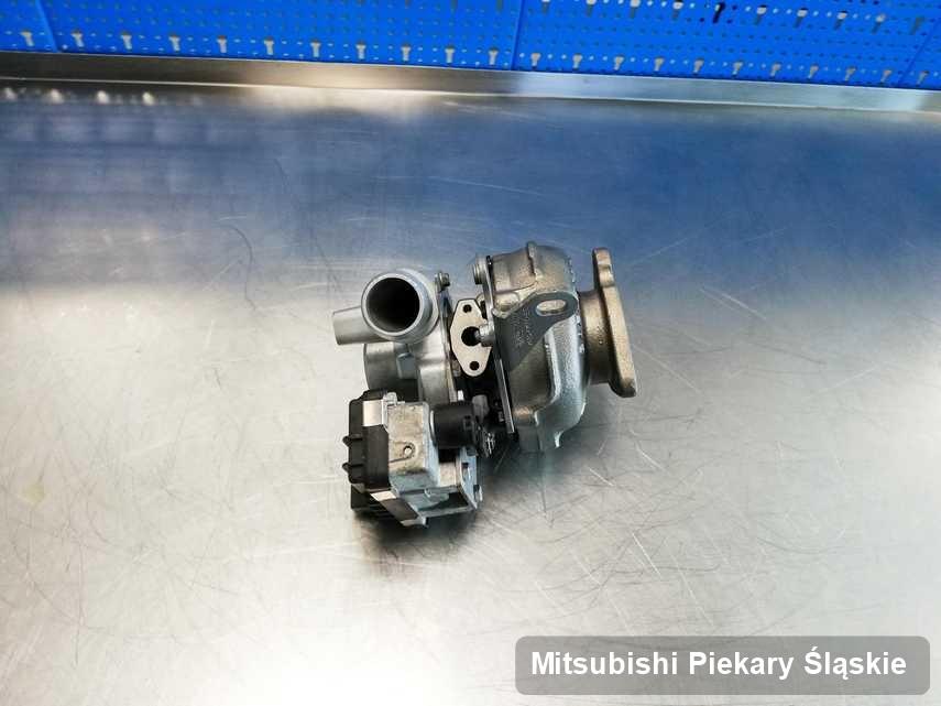 Zregenerowana w pracowni regeneracji w Piekarach Śląskich turbosprężarka do pojazdu firmy Mitsubishi na stole w pracowni zregenerowana przed nadaniem