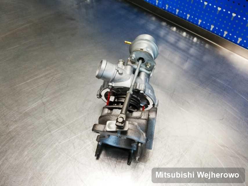Zregenerowana w pracowni regeneracji w Wejherowie turbina do samochodu z logo Mitsubishi przygotowana w pracowni naprawiona przed nadaniem