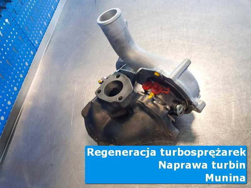 Turbosprężarka przed montażem na stole pracowniczym z Muniny
