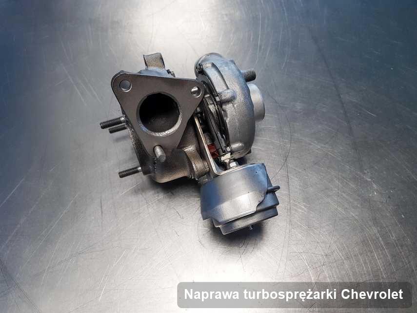 Turbina do pojazdu z logo Chevrolet wyczyszczona w przedsiębiorstwie gdzie wykonuje się usługę Naprawa turbosprężarki