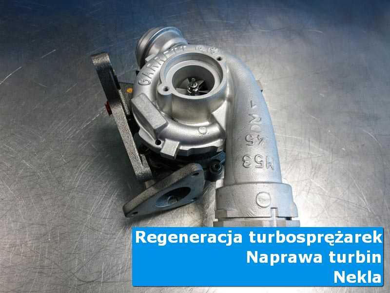 Turbosprężarka przed pakowaniem na stole w laboratorium w Nekli