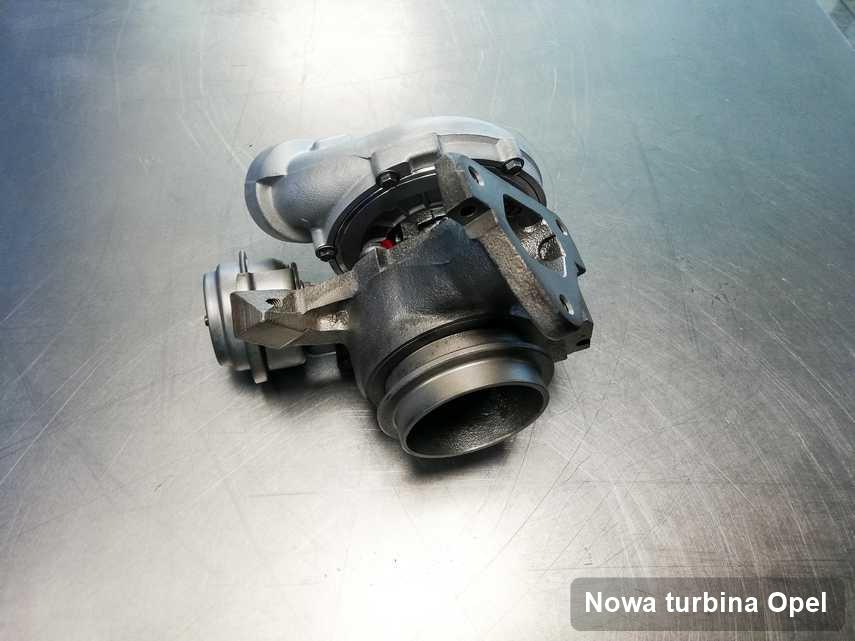 Turbosprężarka do osobówki producenta Opel wyczyszczona w laboratorium gdzie przeprowadza się  usługę Nowa turbina