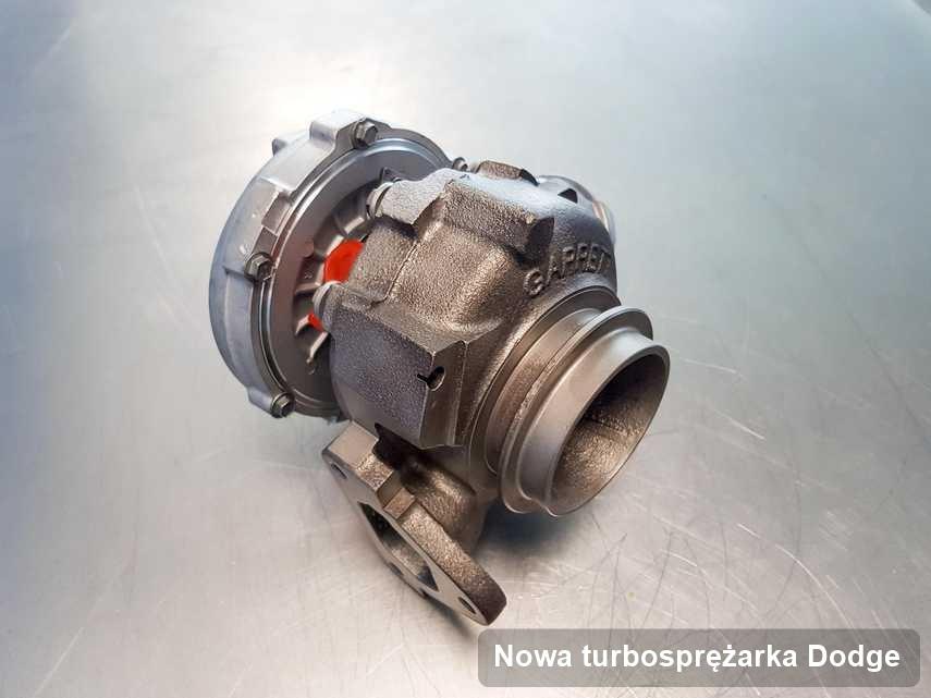 Turbosprężarka do auta osobowego firmy Dodge wyremontowana w warsztacie gdzie wykonuje się usługę Nowa turbosprężarka