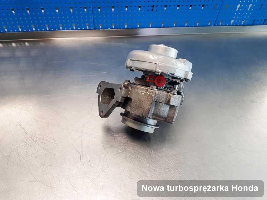 Turbosprężarka do samochodu osobowego spod znaku Honda zregenerowana w przedsiębiorstwie gdzie przeprowadza się  usługę Nowa turbosprężarka