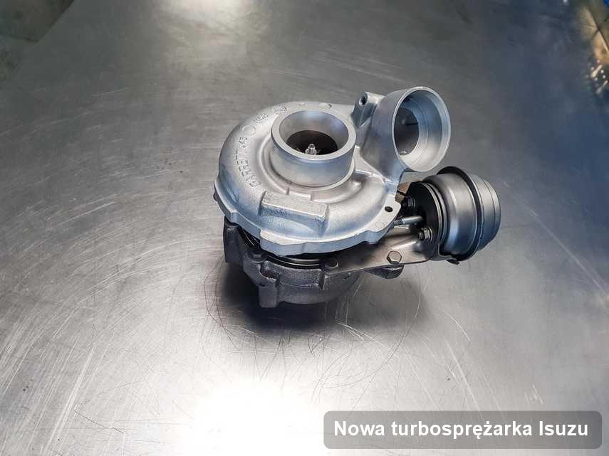 Turbina do diesla z logo Isuzu naprawiona w firmie gdzie wykonuje się serwis Nowa turbosprężarka