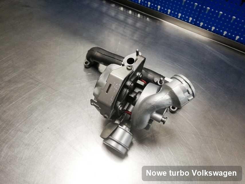 Turbosprężarka do osobówki z logo Volkswagen po naprawie w przedsiębiorstwie gdzie wykonuje się usługę Nowe turbo