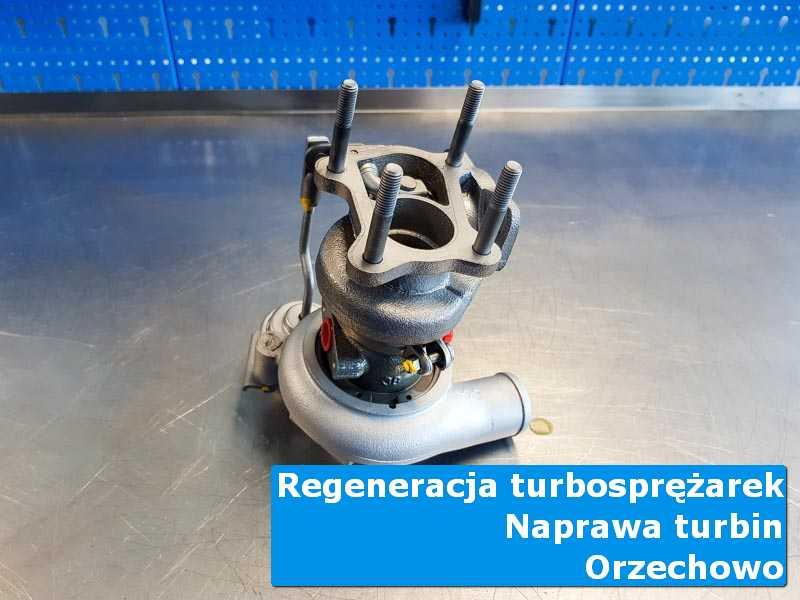 Układ turbodoładowania przed wymianą na stole pracowniczym z Orzechowa