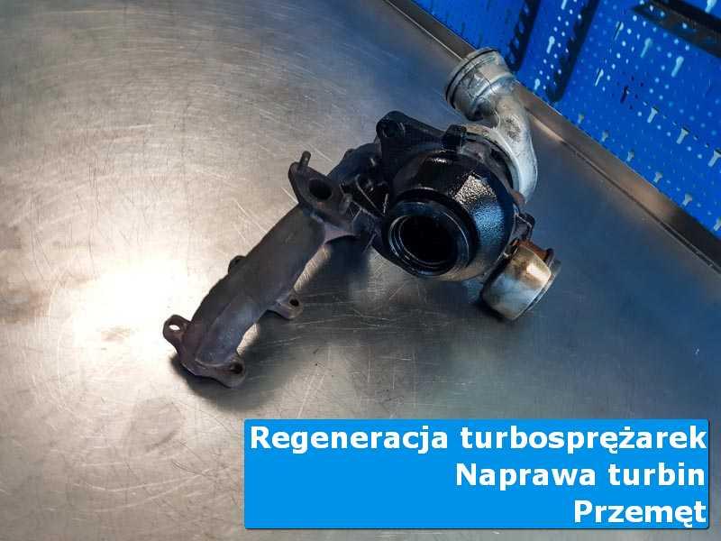 Układ turbodoładowania przed pakowaniem na stole w laboratorium z Przemętu