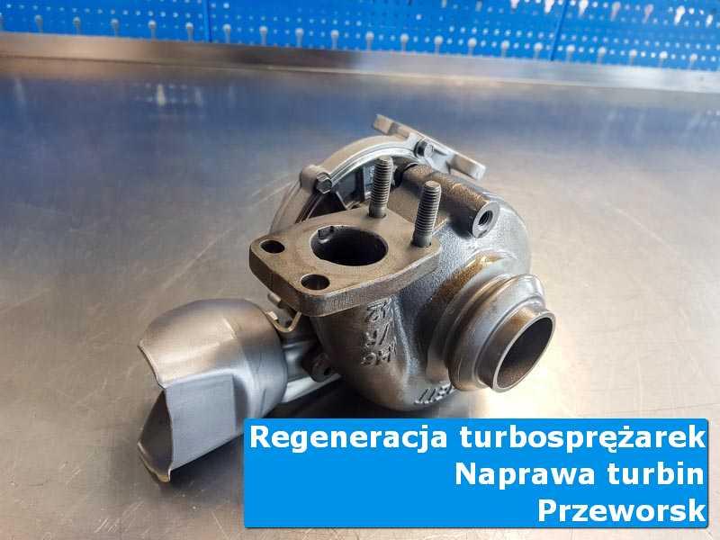 Turbosprężarka po przygotowaniu na stole w pracowni z Przeworska