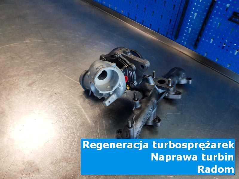 Turbosprężarka przed pakowaniem na stole w laboratorium z Radomia
