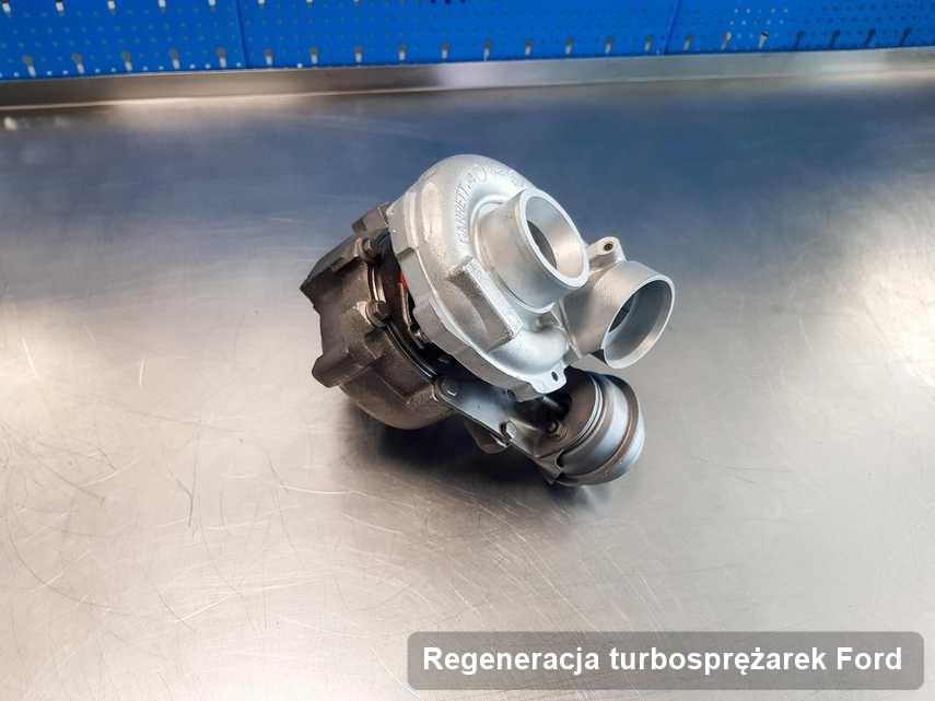 Turbina do samochodu z logo Ford po remoncie w laboratorium gdzie wykonuje się usługę Regeneracja turbosprężarek