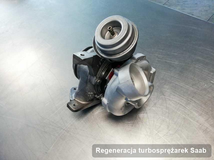 Turbina do auta osobowego sygnowane logiem Saab wyczyszczona w laboratorium gdzie przeprowadza się  usługę Regeneracja turbosprężarek