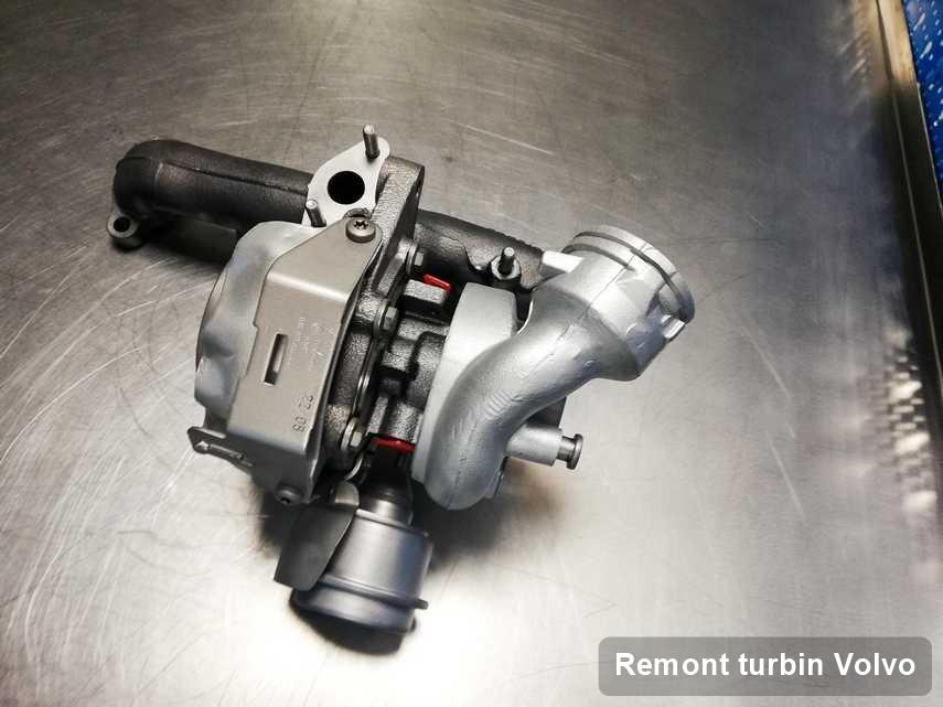 Turbosprężarka do samochodu osobowego z logo Volvo naprawiona w laboratorium gdzie zleca się serwis Remont turbin