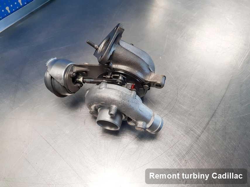 Turbosprężarka do osobówki z logo Cadillac po remoncie w warsztacie gdzie przeprowadza się  serwis Remont turbiny