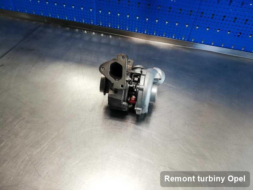 Turbosprężarka do samochodu sygnowane logiem Opel po naprawie w warsztacie gdzie przeprowadza się  serwis Remont turbiny