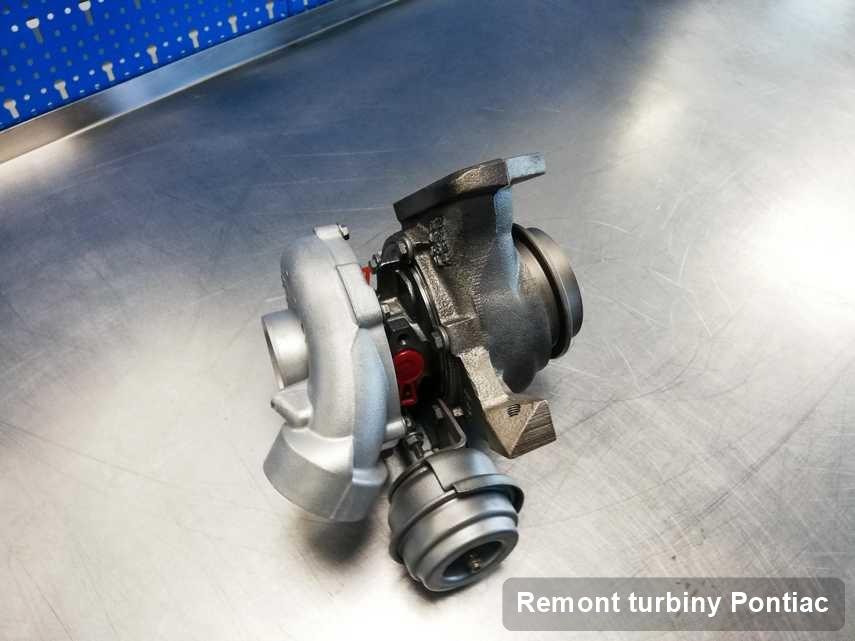 Turbosprężarka do diesla sygnowane logiem Pontiac po naprawie w laboratorium gdzie wykonuje się serwis Remont turbiny