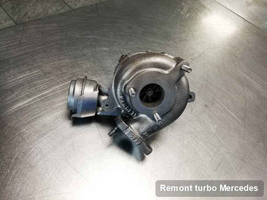Turbina do auta osobowego spod znaku Mercedes wyremontowana w przedsiębiorstwie gdzie przeprowadza się  serwis Remont turbo