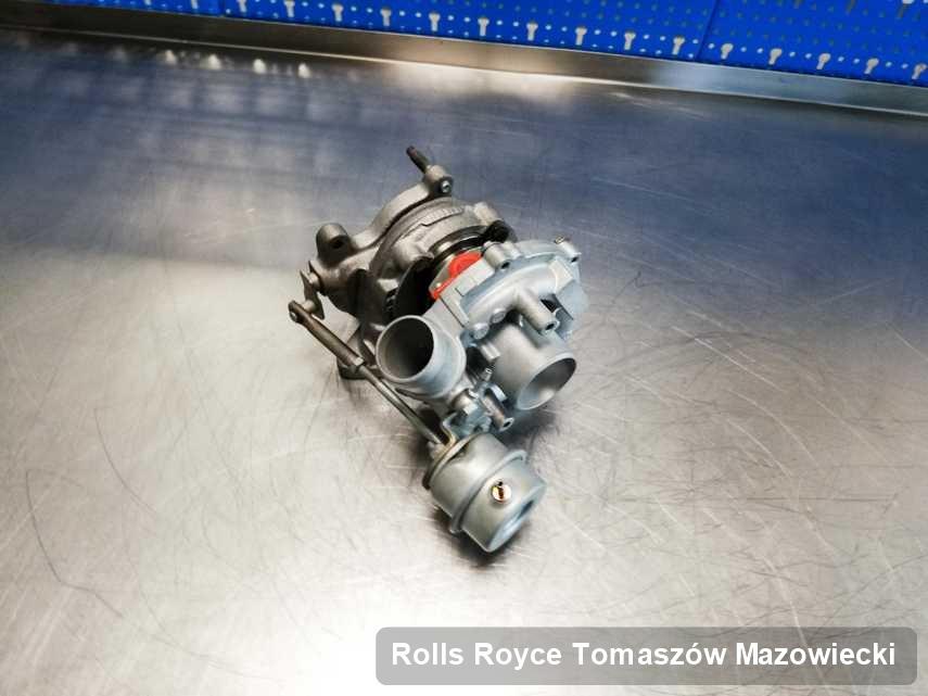 Wyremontowana w firmie zajmującej się regeneracją w Tomaszowie Mazowieckim turbosprężarka do pojazdu firmy Rolls Royce na stole w laboratorium zregenerowana przed spakowaniem