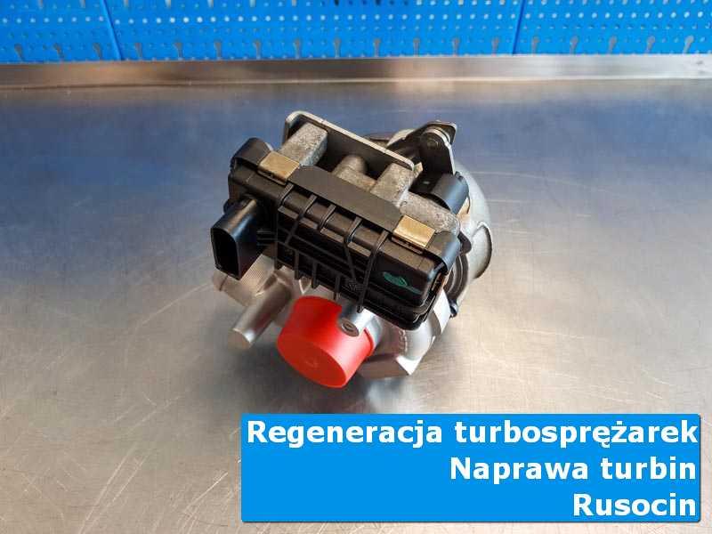 Układ turbodoładowania po czyszczeniu na stole w pracowni z Rusocina