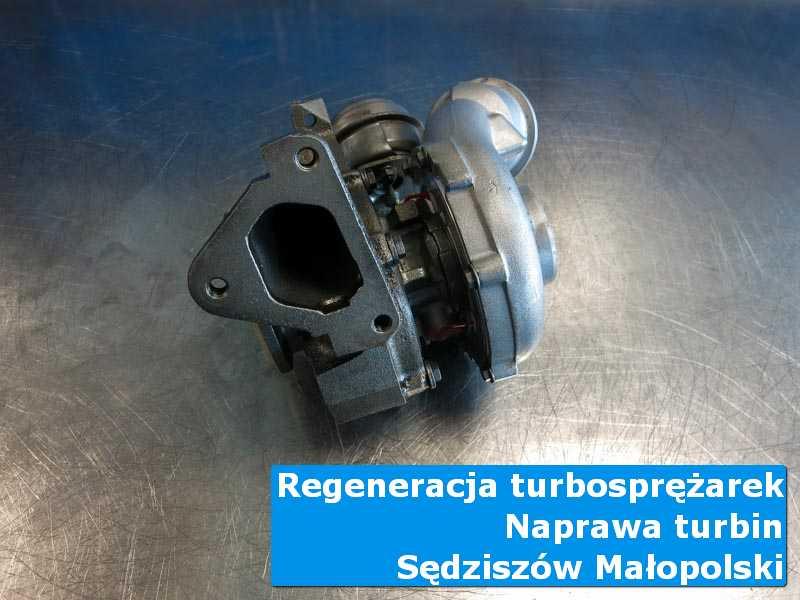 Turbosprężarka przed wymianą na stole w laboratorium w Sędziszowie Małopolskim