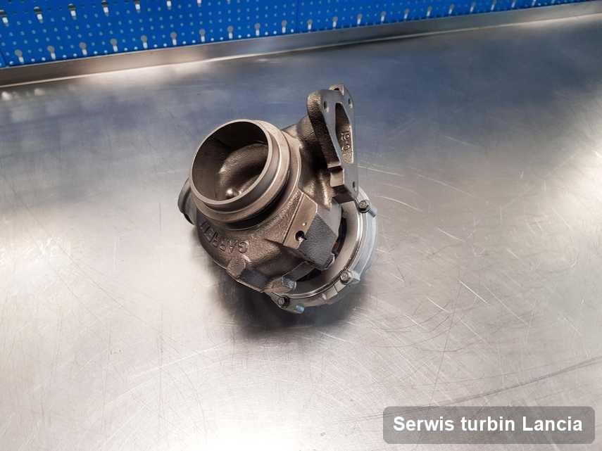 Turbosprężarka do auta osobowego z logo Lancia naprawiona w warsztacie gdzie wykonuje się serwis Serwis turbin