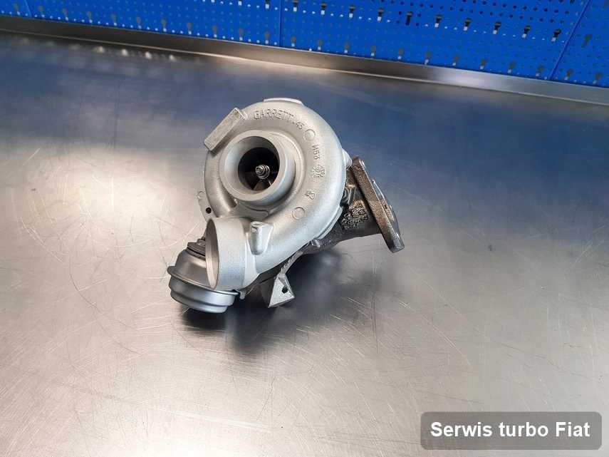 Turbina do auta osobowego z logo Fiat po remoncie w pracowni gdzie przeprowadza się  serwis Serwis turbo