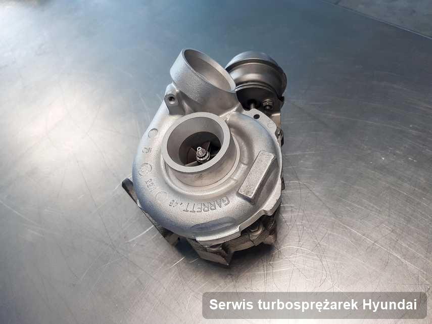 Turbina do pojazdu z logo Hyundai wyczyszczona w warsztacie gdzie wykonuje się usługę Serwis turbosprężarek