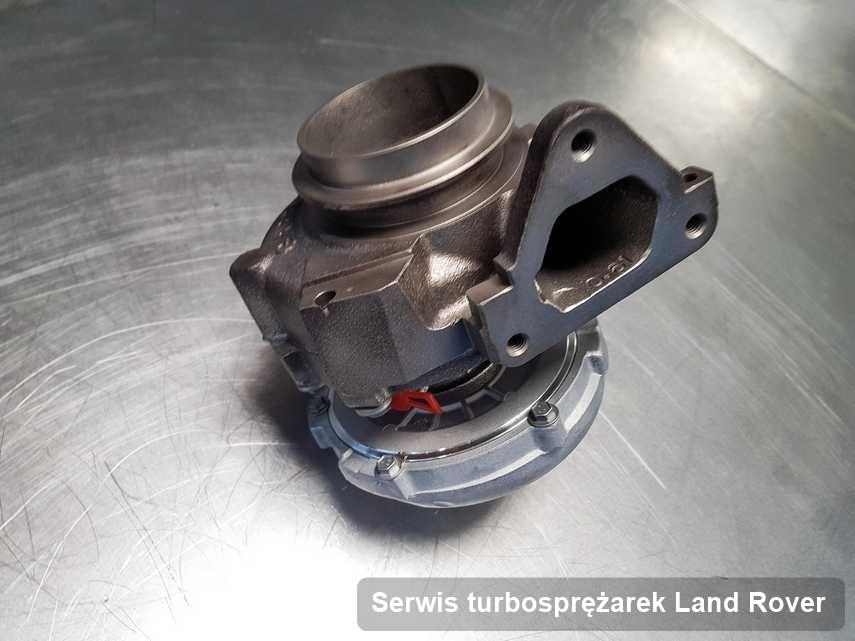 Turbosprężarka do samochodu sygnowane logiem Land Rover wyczyszczona w przedsiębiorstwie gdzie wykonuje się serwis Serwis turbosprężarek